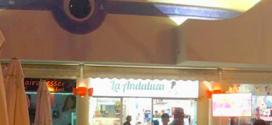 El bar de tapas La Andaluza de Benalmádena, tiene un emplazamiento idóneo